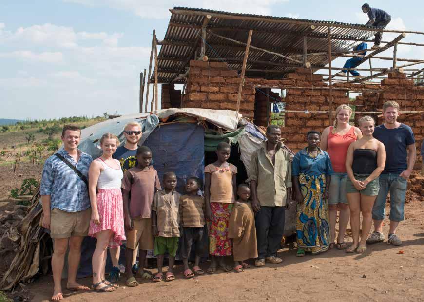 Mitglieder der Campus-Weggemeinschaft helfen Flüchtlingen in Ruanda